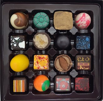 Praline: Chocolate Selection 16 Box
