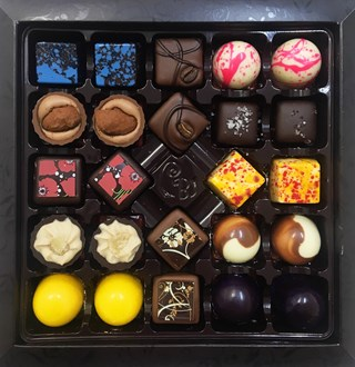 Praline: Chocolate Selection 24 Box